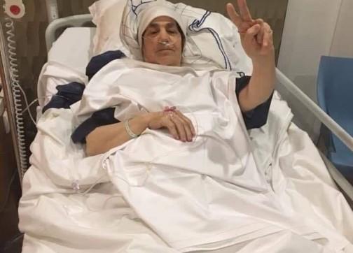 والدة الزفزافي تجري عملية دقيقة لاستئصال ورم سرطاني بباريس -صور