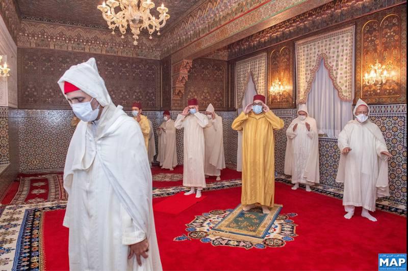 أمير المؤمنين يؤدي صلاة عيد الفطر باحترام الحجر الصحي والتدابير الوقائية